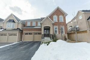 4 bd room house located at Jefferson Side/Yonge in Richmond Hill
