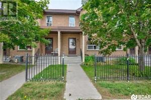 3 -  234 CUNDLES Road E Barrie, Ontario