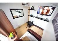 ♫♪ Stylish Single+TV inc FREE Internet in Fabulous House. Set in Terrific Area near Westfields! ♪♫