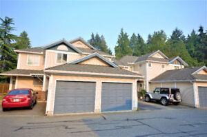 Spacious townhouse in 1 level with 2 bdrms +Den 2full bthrm +pat