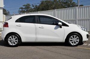 2014 Kia Rio UB MY14 SE White 6 Speed Manual Hatchback