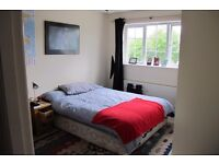 SPACIOUS, BEAUTIFUL EN SUITE WITH CUPBOARDS BEDROOM TO RENT IN HINCKLEY. WIFI INCL.