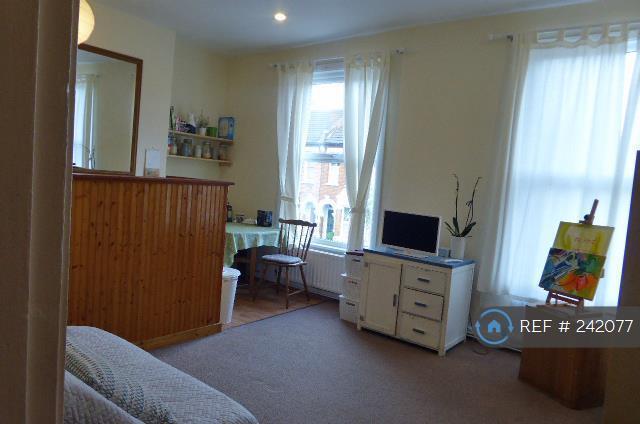 1 bedroom flat in Westerdale Road, London, SE10 (1 bed)