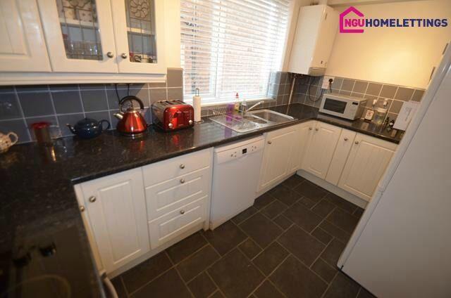 2 bedroom flat in Church Lane, Gosforth, Newcastle Upon Tyne, NE3