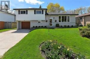 3 bedrooms house Main Level for rent in Newmarket near Yonge