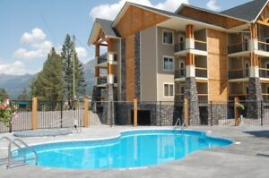 Radium Xmas Mountain Escape! 2 Br. Condo with Den! Hot Tub!