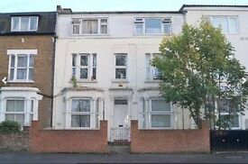 Studio Flat in Hanworth Road
