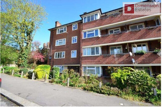 Fantastic Two (2) Bedroom Ground Floor Flat - Elm Court, Woodford Green IG8 - £349pw - Call Now!!