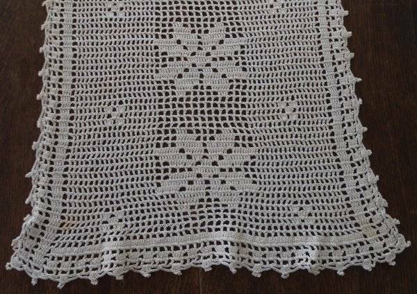 True Vintage Filet Crochet Lace Table Runner Ecru Cotton Poinsettia Picots 40""