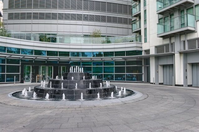 1 bedroom flat in Pan Peninsula West, Pan Peninsula Square, Canary Wharf