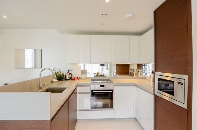 3 bedroom flat in South Boulevard, 7 Baltimore Wharf, Isle of Dogs