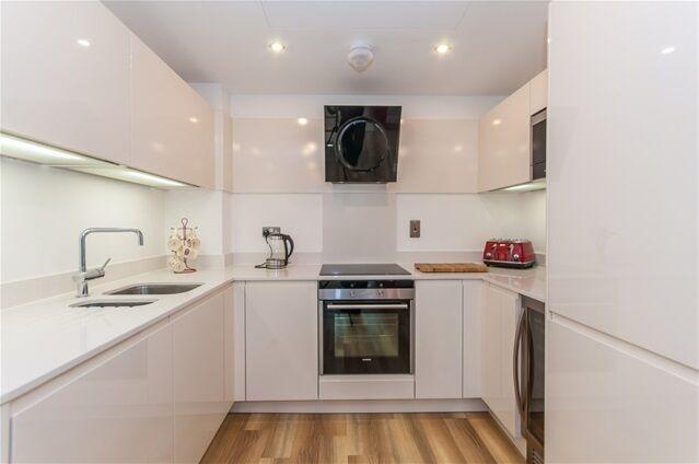 1 bedroom flat in Altitude Point, 71 Alie Street, Aldgate East