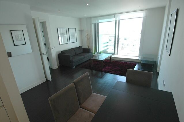 1 bedroom flat in Pan Peninsula West, Pan Peninsula Square, South Quay