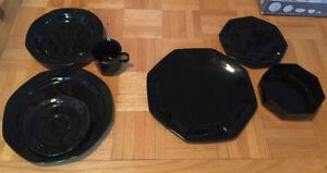 2 sets de vaisselle noir
