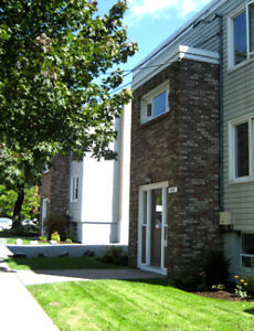 1 BDRM APT-SHIRLEY ST-ALL UTIL INCL-5 MINS DAL-AVAIL MAY 1ST!!!