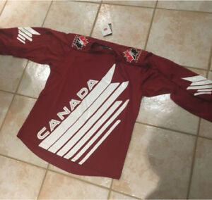 Team Canada IIHF jersey beautiful never worn perfect condition