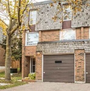 Immaculate End Unit Townhouse In Renata Royalway