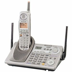 Panasonic KX-TG5240 phone system with 3 handsets