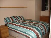 Modern double bedroom by Harrow on the Hill (Flat Share)