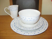 'Pebbles' white and blue dinnerware set - 3 settings