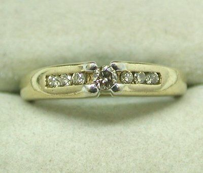 A Very Nice 9ct Gold And Diamond Set Ring