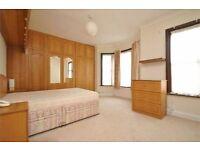 Spacious double room in Northfields