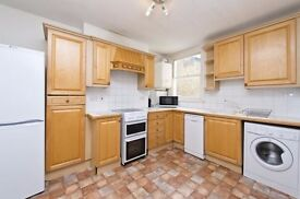 TWO DOUBLE BEDROOM FLAT ON TWO FLOORS AND TWO BATHROOMS NEAR CLAPHAM COMMON