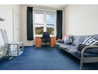 Contemporary 2 bedroom 3rd floor flat with stunning views of the Crags available NOW – NO FEES!