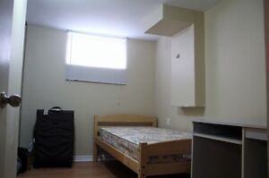 ****** Close to UW on Keats Way, $400 all inclusive ******