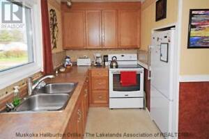 Complete Kitchen!  Incl Oak cabinets & All Appliances