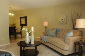 Park-Like Setting -East Windsor- Convenient-Updated! Windsor Region Ontario image 2