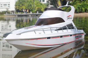 RC RTR Salina Boat Yacht Dual Motor BRAND NEW