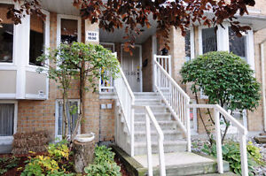 ATTRACTIVE UPPER UNIT 2 BED, 2 BATH TERRACE HOME FOR SALE!