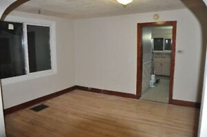 Large 2 Bedrrom---Close to uptown/waterfront----On bus route Sarnia Sarnia Area image 1