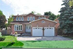 St.Thomas or London 2 story house with backyard on trees/ravine?