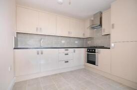 2 bedroom flat in Askew Road, W12