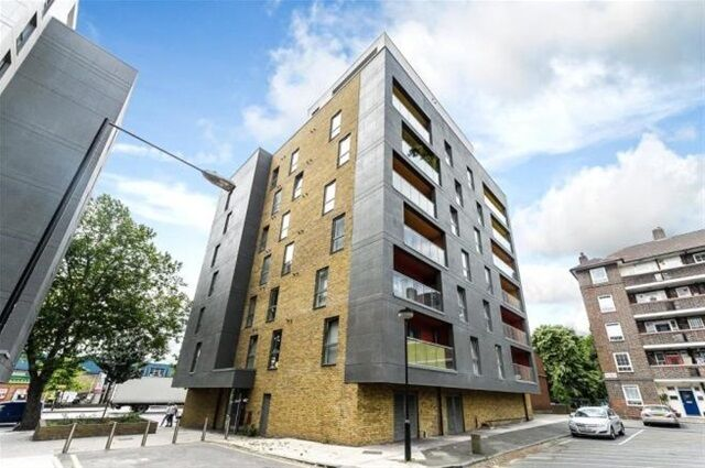 2 bedroom flat in Chi Building, 54 Crowder Street, Wapping