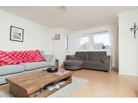 Spacious 2 bedroom 2nd floor furnished flat in Fountainbridge available October – NO FEES