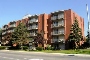 Park-Like Setting -East Windsor- Convenient-Updated! Windsor Region Ontario image 5