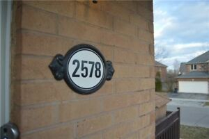 2100 Sq Ft 3+1 Bdrm Freehold Townhouse In River Oaks