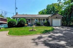 Charming Bungalow On Massive Lot in Pickering Green River