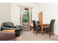 STUDENTS: Spacious top floor 3 bed top floor flat with broadband available September 2018