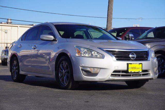 Owner 2015 Nissan Altima 2.5 S 70133 Miles Brilliant Silver 4dr Car Regular Unleaded I