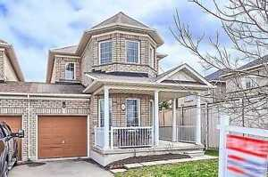 Recently Upgraded Oak Ridges End Unit Townhome 3 Br / 3 Ba