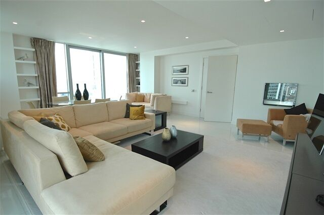 2 bedroom flat in Pan Peninsula East, South Quay
