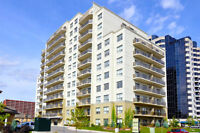 3 Bedroom Luxury Living in the Heart or Richmond Row w/Amenities