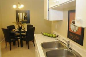 Park-Like Setting -East Windsor- Convenient-Updated! Windsor Region Ontario image 3