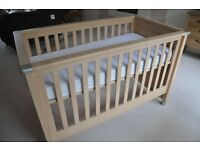 Mamas and Papas Modensa Cot Bed with Cot Top Changer
