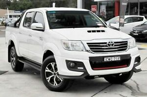 2014 Toyota Hilux KUN26R MY14 SR5 Black (4x4) Glacier White 5 Speed Automatic Dual Cab Pick-up Wyoming Gosford Area Preview