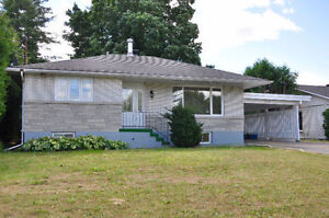 CHARMING 2 +2 Bed Bungalow on a HUGE LOT in Convent Glen South!